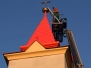 Maľovanie strechy kostola vo Svinici